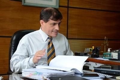 René Fernández sostiene que su cuñada no puede ejercer la defensa de McLeod