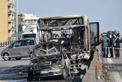 """″¡El conductor nos quiere matar!"""": una hora de pánico en el bus escolar"""