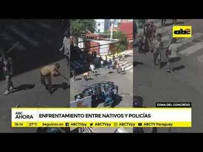 Enfrentamiento entre nativos y policías