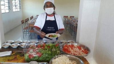 HOY / Cuatro mil niños sin almuerzo  ni merienda y 80 cocineras sin  empleo, víctimas de negociado