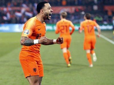 Un arrollador Depay lidera la goleada de Holanda