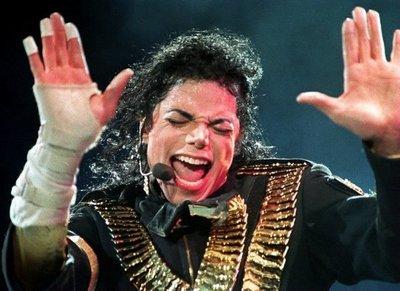 Herederos de Michael Jackson demandan a HBO por filme sobre supuestos abusos