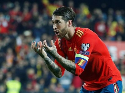 España sufre para ganar un partido en el que mereció más