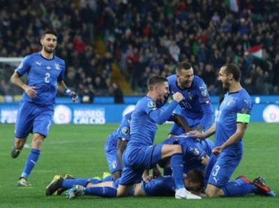Italia no cede terreno y vence a Finlandia