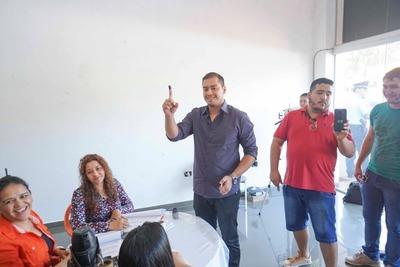 Prieto depositó su voto simbólico