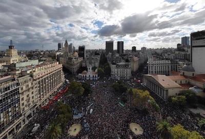 """Argentina pide """"memoria"""" en el 43 aniversario del inicio de la dictadura"""