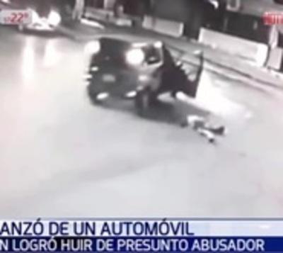 Mujer se lanzó de vehículo en movimiento para huir de acosador
