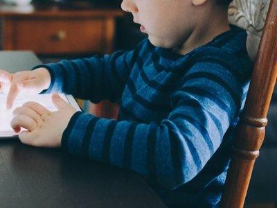 Ciberdependencia: ¿Cuánto tiempo debe un niño usar el celular o televisor?
