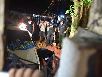 Feminicidio: Hallan cuerpo de una mujer enterrado en el patio de su casa
