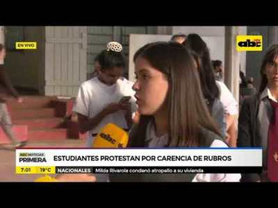 Estudiantes protestan por carencia de rubros