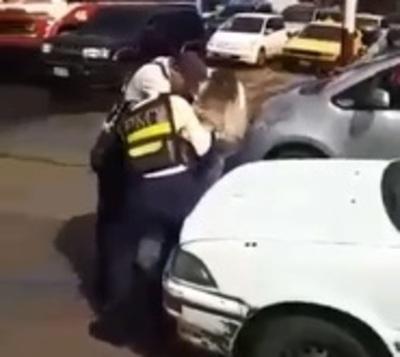 Brutal agresión a una PMT en Ñemby