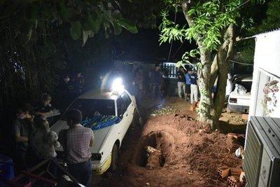 Trasladan cuerpo de asesinada a la morgue – Prensa 5