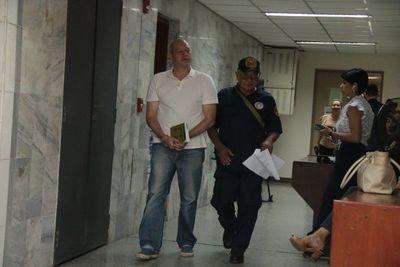 Empresario procesado por feminicidio seguirá preso en Emboscada