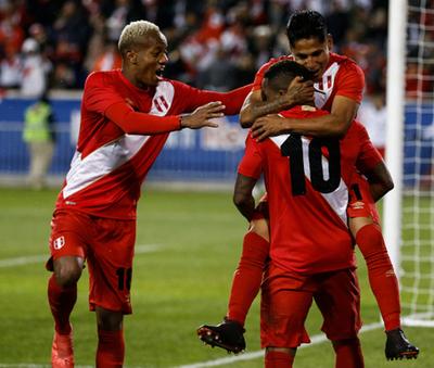 Perú superó en amistoso a Islandia