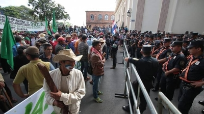 HOY / Gobierno resalta que no hay terrenos para dar ni plata para subsidiar a campesinos