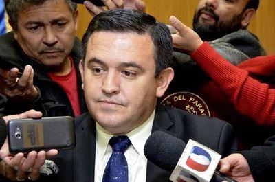 """Fenaes: """"Estamos cansados de la improvisación del ministro Petta"""""""