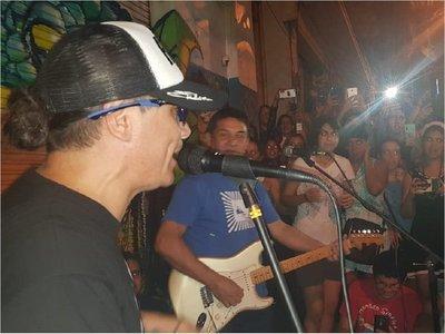 Pablito Lescano enloqueció a sus fanáticos en La Chispa