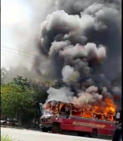 Desconocen causa de incendio de ómnibus