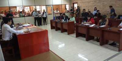Presionan a intendente Perla de Cabral para que en 24 horas derribe casillas