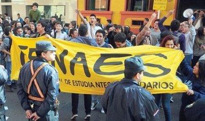 """Fenaes exige soluciones al MEC: """"Están violando el derecho a la educación"""""""