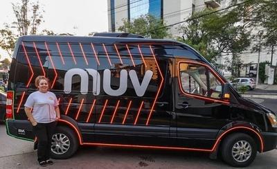 Dos taxistas amenazan a una conductora de MUV: