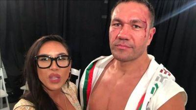 Boxeador enfrentará cargos por besar a una reportera
