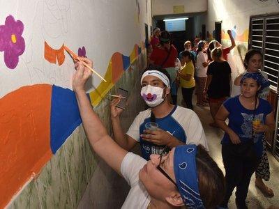 Pintan dibujos en Hospital de Barrio Obrero para mejor recuperación de pacientes