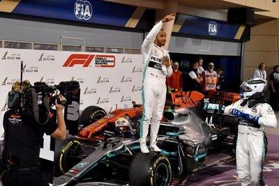 Hamilton encabeza otro 'doblete' de Mercedes