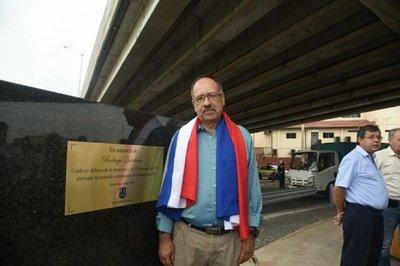 Colocan placa oficial con el nombre de Rodrigo Quintana en el superviaducto