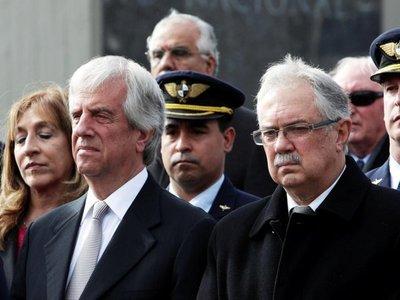 Presidente de Uruguay destituye al ministro de Defensa y al jefe del Ejército