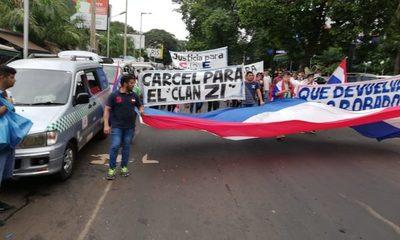Escasa participación en manifestación contra el clan ZI