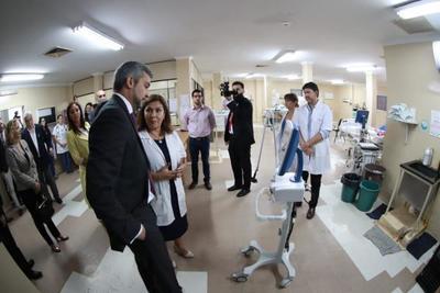 Hospital Niños de Acosta Ñu recibe insumos y equipos de alta complejidad