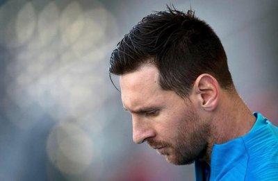 Con Messi en el banco