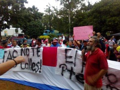Sigue protesta en J.A. Saldívar