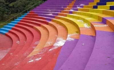 Vándalos destruyen pintata del anfiteatro del lago
