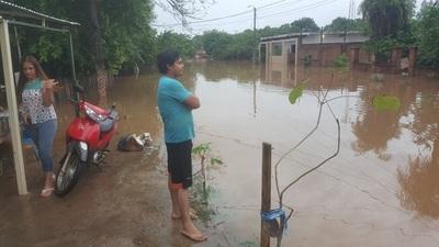 Arroyo Guazú inunda a vecinos del barrio San Antonio