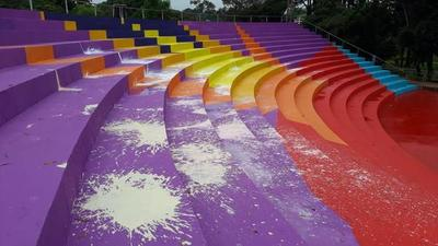 Desconocidos destruyen pintura del anfiteatro esteño