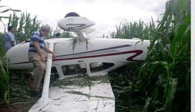 Avioneta aterriza de emergencia en Campo 9