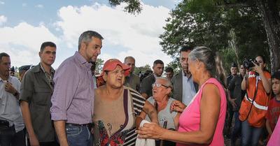 Marito visitó campamento de inundados y escuchó reclamos