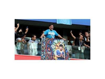 El baile de Maradona causa furor en San Petersburgo