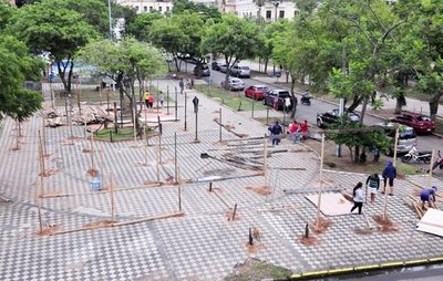 Afectados cavan en plazas por inacción de la Comuna