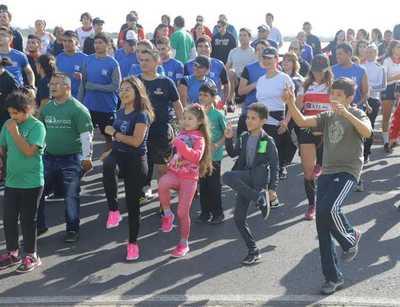 Fomentan actividad física con correcaminata en la Costanera de Asunción