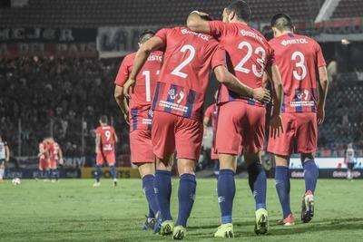 Cerro Porteño se acerca a Olimpia al ganar 2-0 a General Díaz en el Apertura