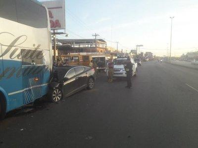 Futbolista fallece tras chocar contra un ómnibus – Prensa 5