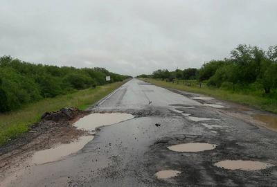 Lluvias empeoran baches por las rutas