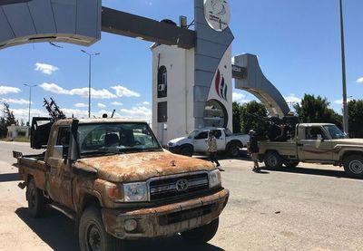 Mariscal Aftar mantiene ofensiva sobre la capital de Libia