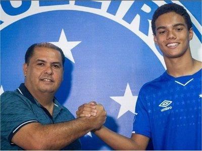 Cruzeiro ficha al hijo de Ronaldinho para sus equipos juveniles