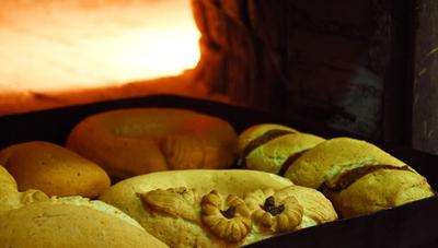 Visitamos la fábrica Hijas de Feliciana de Fariña que producirá entre 1.000 a 1.200 chipas diarias para Semana Santa