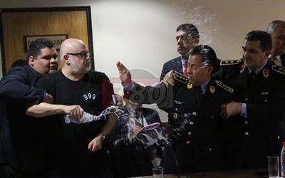 La clase política se espanta por el agua  que derramó Payo, pero no por sus  denuncias contra corruptos y ladrones