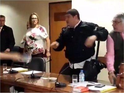 Asistente de Lugo critica a Payo Cubas tras incidentes en el Senado